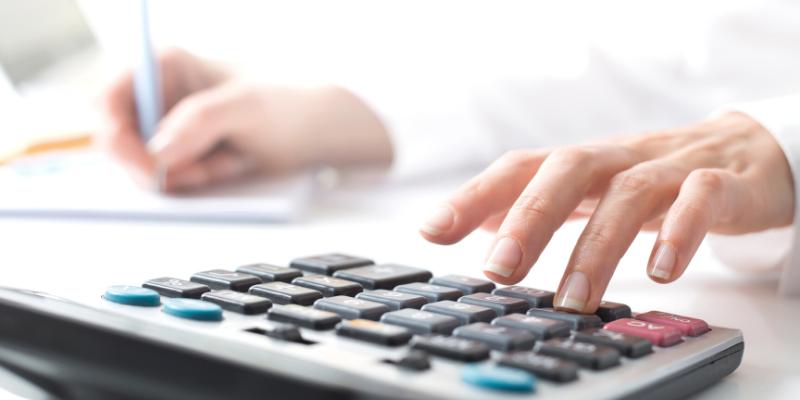 Makinsons Blog Header May 2021 - useful online finance calculators
